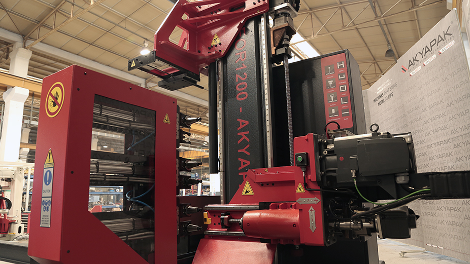 Akyapak ofers versatile machining capability in small spaces with Meteor 1200